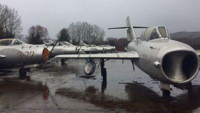 Албания распродает старые советские самолеты