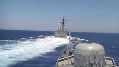 Американский эсминец опасно сблизился с российским военным кораблем в средиземном море