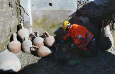 Античную кладовую нашли археологи в помпеях