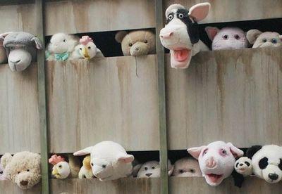 Бэнкси. инсталляция - грузовик плюшевых игрушек