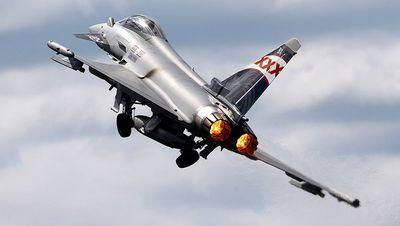 Британские истребители eurofighter испытывают новое вооружение
