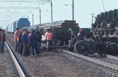 Чп в алматинской области: пассажирам задержанных поездов пообещали компенсацию
