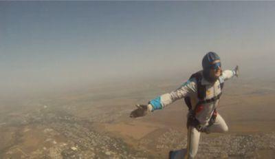 Десантники отработали затяжные прыжки с высоты более 2 км