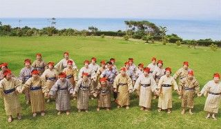 Группа поющих и танцующих бабушек покоряет японию