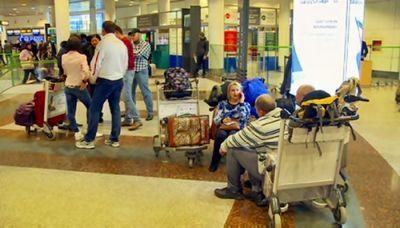Из столичного аэропорта туристы не могут вылететь на отдых в оаэ