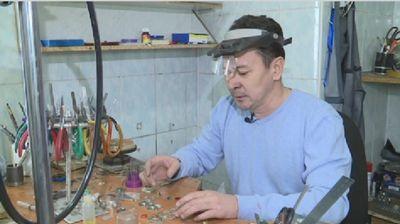 Эксклюзивные украшения в национальном стиле создаёт известный актюбинский художник