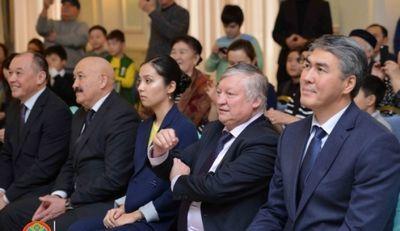К.илюмжинов и а.карпов посетили академию шахмат д.садуакасовой