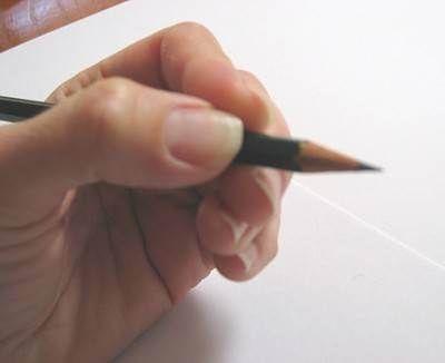 Как держать карандаш