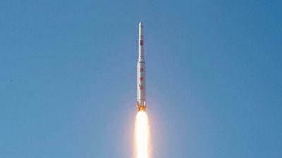 Кндр провела запуск ракеты со спутником наблюдения