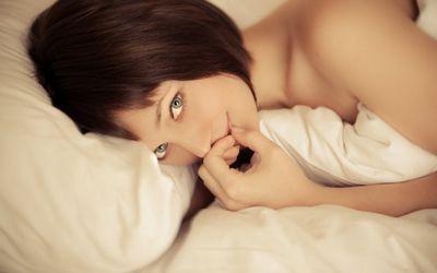 Красивые девушки стесняшки (20 фото)