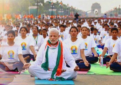 Массовыми занятиями отмечают международный день йоги