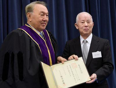 Н.назарбаев получил звание почетного доктора университета токай