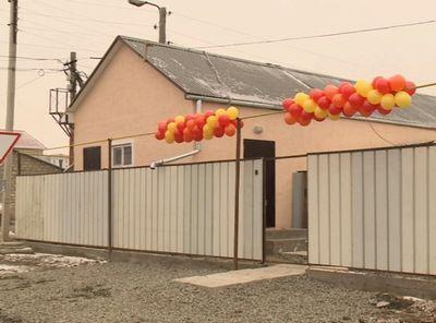 Нефтяники эмбы построили дом для пострадавшей семьи