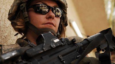 Пентагон позволил женщинам служить на боевых должностях