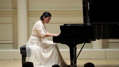 Первая пианистка из казахстана со званием steinway artist выступила в карнеги-холл