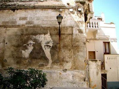 Портреты на стенах. португальский стрит-арт художник alexandre farto