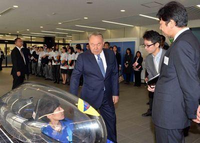 Президент казахстана посетил в японии университет «токай»