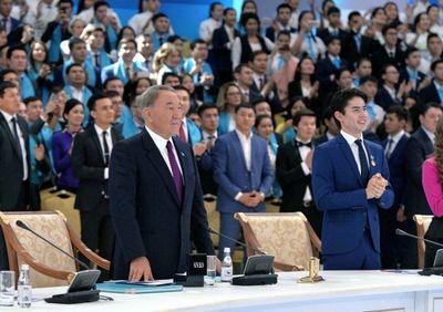 Президент казахстана призвал развивать лёгкую промышленность в стране