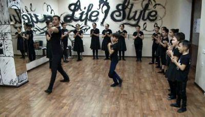 С помощью лезгинки детей учат культуре кавказа