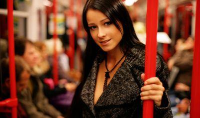 Самые красивые девушки в метро (19 фото)