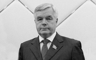 Сергея дьяченко похоронили в национальном пантеоне