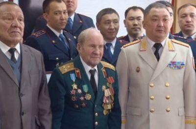 Столичные полицейские поздравили ветеранов вов