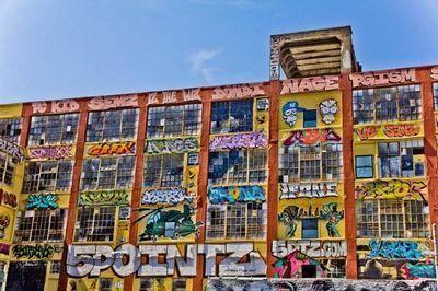 Уничтоженный центр стрит-арта 5pointz в нью-йорке