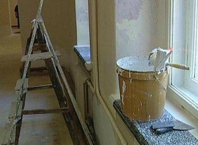 В акмолинской области учителя делают ремонт в школе за свой счет