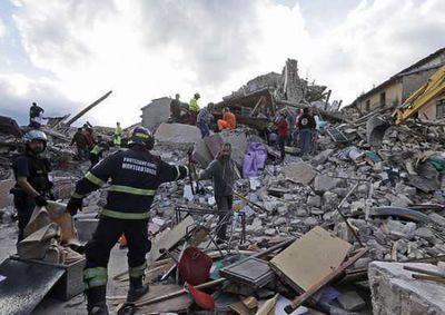 В италии число погибших при землетрясении продолжает расти
