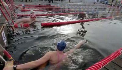 В латвии состоялись международные соревнования «кубок моржей»