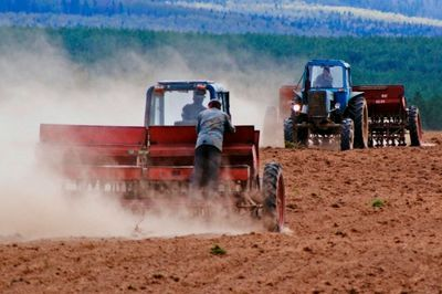 В вко аграрии планируют засеять около 1,5 млн гектаров полей
