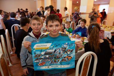Велогонщики astana pro team встретились с воспитанниками детского дома