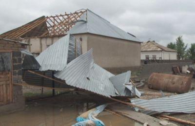 Во время ураганного ветра повреждения получили 650 домов в юко