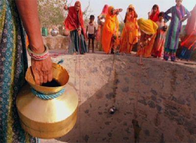 «Водяные» поезда спасают жителей индии от засухи