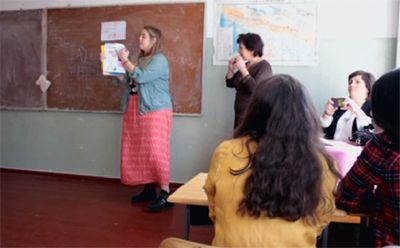 Волонтеры из сша и европы преподают английский язык детям из грузинских деревень
